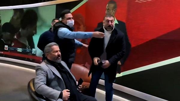 علی انصاریان و مهرداد میناوند در ویژه برنامهی دربی