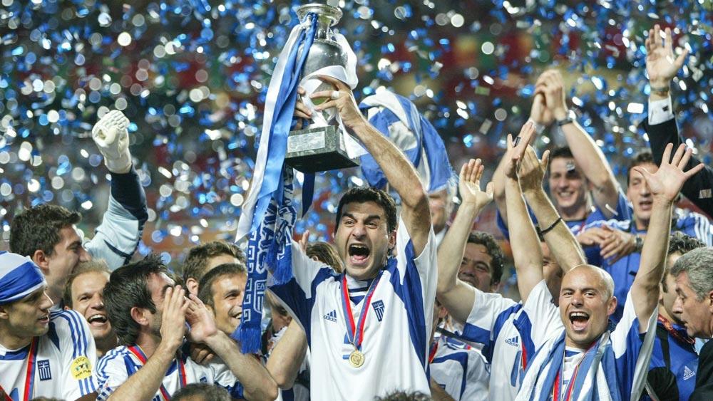 بالا بردن جام قهرمانی توسط کاپیتان یونان در یورو 204